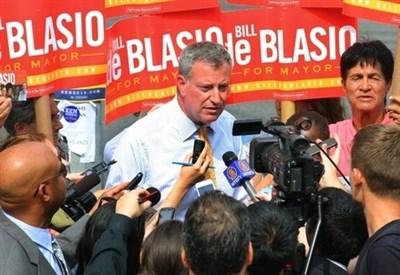 Bill De Blasio in campagna elettorale (Infophoto)