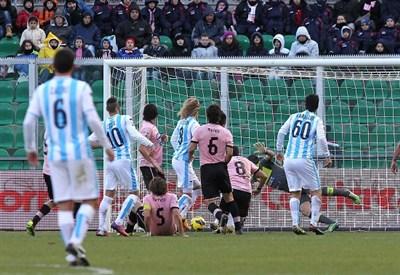 Il gol di Birkir Bjarnason durante Palermo-Pescara (INFOPHOTO)