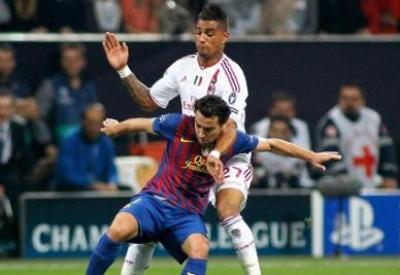 Un aspro duello tra Boateng e Xavi, simbolo della lotta tra le due squadre (INFOPHOTO)