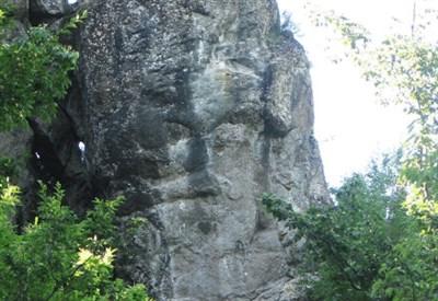 Il volto sulla roccia (Immagine dal web)