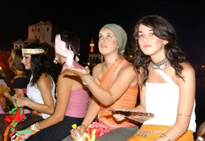 Studentesse bosniache (Infophoto)