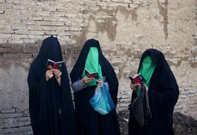 Donne velate in Pakistan (Foto: Infophoto)