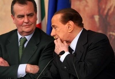 Silvio Berlusconi con Roberto Calderoli (InfoPhoto)