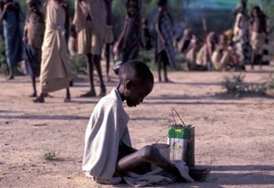 Un bimbo somalo in un campo profughi