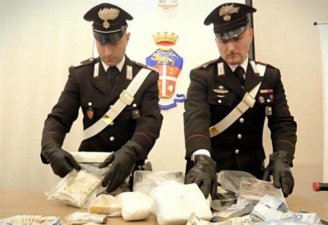 Sequestro di droga da parte dei carabinieri (Foto: Lapresse)