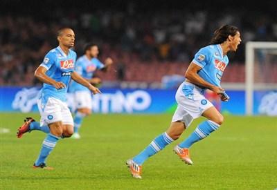 Edinson Cavani festeggia un gol (Infophoto)