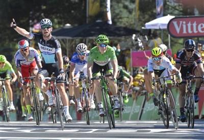 Mark Cavendish vince ieri a Fougeres (da Facebook Le Tour de France)