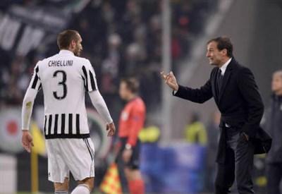 Giorgio Chiellini (sinistra), 32 anni e Massimiliano Allegri, 49 (Lapresse)