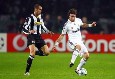 Chiellini contro Sergio Ramos: nel 2008 l'ultimo incrocio tra le due squadre (Infophoto)