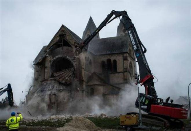 La chiesa distrutta in Germania, foto Greenpeace