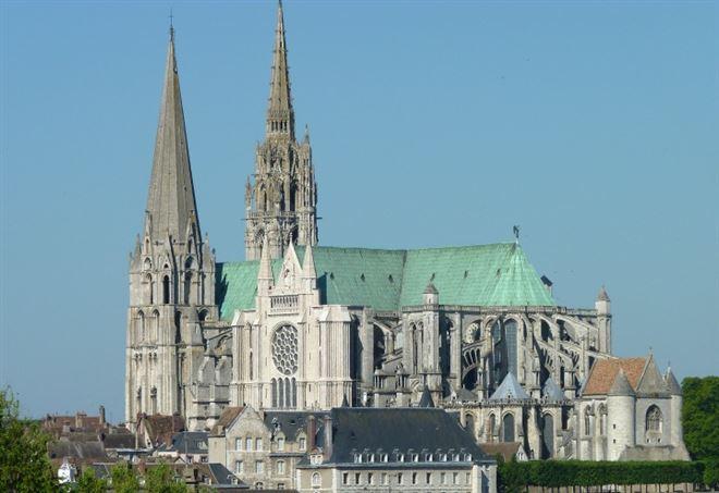 La cattedrale di Chartres (foto Olvr, Wikipedia)