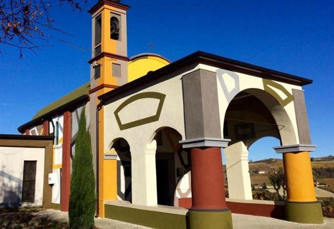 Una chiesa, l'esterno dell'edificio (Archivio)