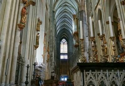 L'interno del duomo di Colonia (Infophoto)