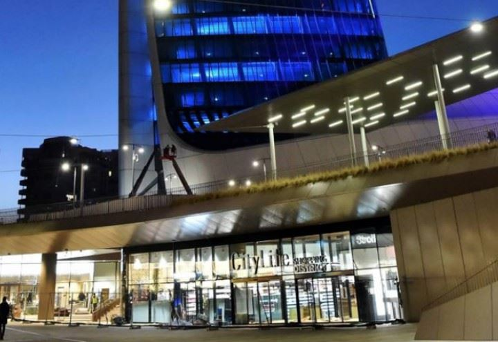 Citylife milano shopping district video rinviata l for Centro commerciale city life milano