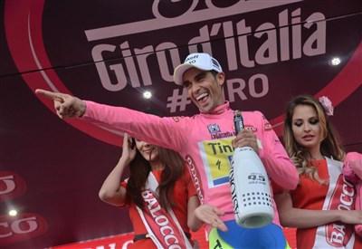 Alberto Contador in maglia rosa (da Facebook Giro d'Italia)