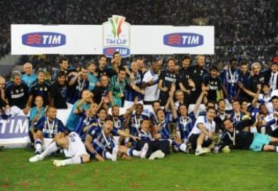 L'Inter festeggia la Coppa Italia 2011 (Infophoto)