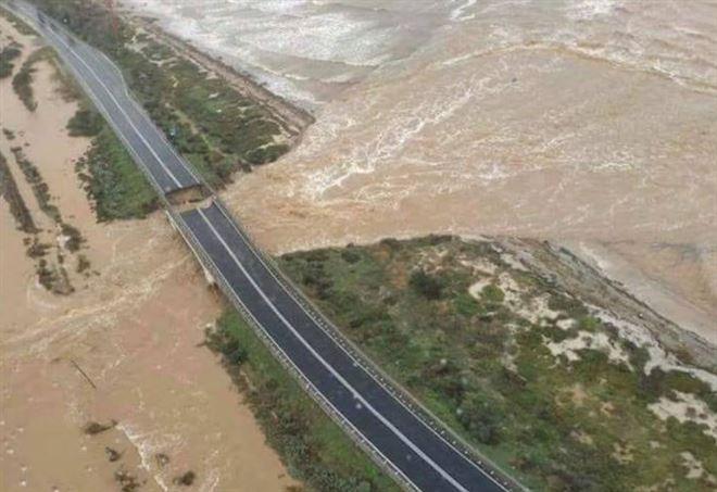 Maltempo Cagliari, crolla ponte sulla 195: strada tagliata in due