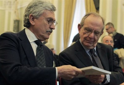 Massimo D'Alema con Pier Carlo Padoan (LaPresse)