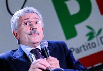 Renzi attacca De#39;Alema: va rispettato con Berlusconi ce#39;è grande amore