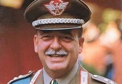 Il generale Carlo Alberto Dalla Chiesa (Immagine d'archivio)