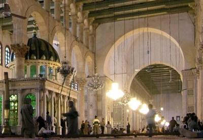 Interno della moschea degli Omayyadi a Damasco, ora gravemente danneggiata (Foto Wikipedia)