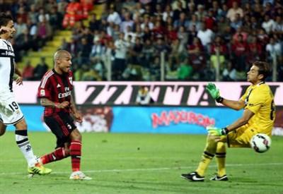 Il gol di Nigel De Jong (INFOPHOTO)