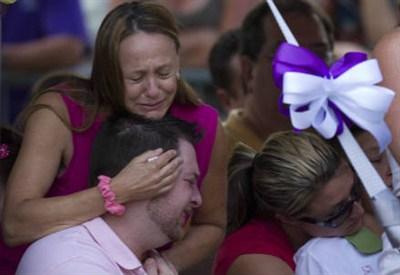 Parenti delle vittime (InfoPhoto)