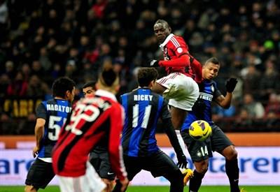 Un'immagine del derby di Milano (Infophoto)