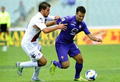 Daniele Dessena (sinistra), 27 anni, del Cagliari e Giuseppe Rossi, 28, della Fiorentina (INFOPHOTO)