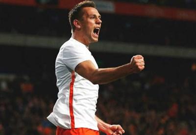 Stefan De Vrij, 23 anni, esulta dopo il gol dell'1-0 (dall'account Twitter ufficiale @FIFAcom)