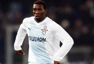 Il difensore biancoceleste Diakitè in azione (Infophoto)