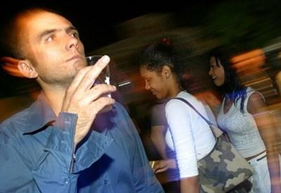 Giovani in discoteca (LaPresse)