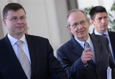 Valdis Dombrovskis e Pier Carlo Padoan (Infophoto)