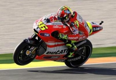 Rossi in sella alla Ducati (Infophoto)