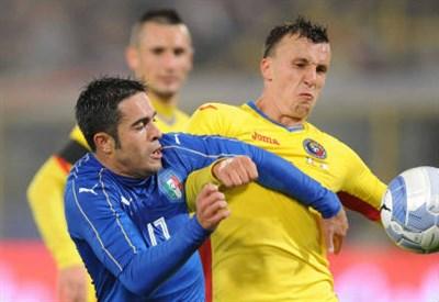 Eder (sinistra), 29 anni contro il difensore rumeno Vlad Chiriches, 26 (INFOPHOTO)