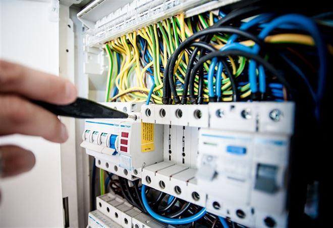 Foggia, condominio ruba per anni l'energia elettrica all'Enel: 20 arresti