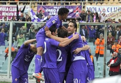 Giocatori della Fiorentina in festa (INFOPHOTO)