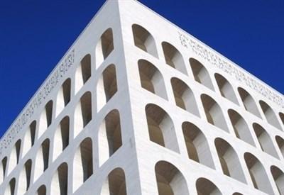 Il colosseo quadrato all'Eur di Roma (Immagine d'archivio)