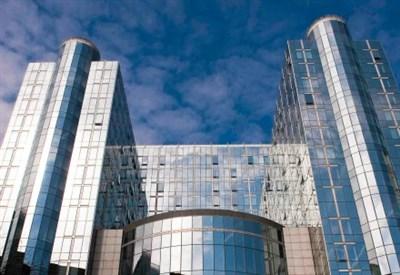 La sede dell'europarlamento a Bruxelles (Infophoto)