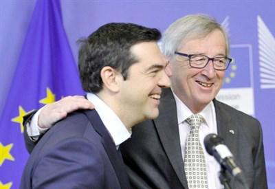 Alexis Tsipras con Jean-claude Juncker (Infophoto)