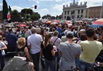 In piazza San Giovanni a Roma (Immagine dal web)