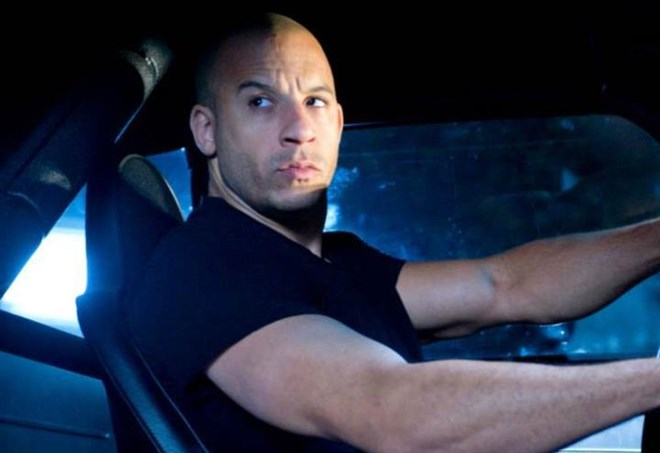 Fast and Furious 8 - Clip Aggrappati allo sportello