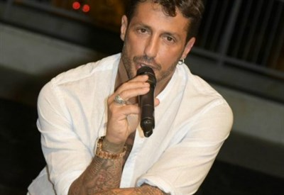 """Fabrizio Corona mentre presenta il suo libro """"La cattiva strada"""" (LaPresse)"""