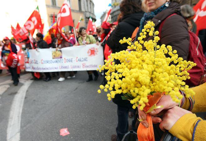 8 marzo, festa della donna (LaPresse)
