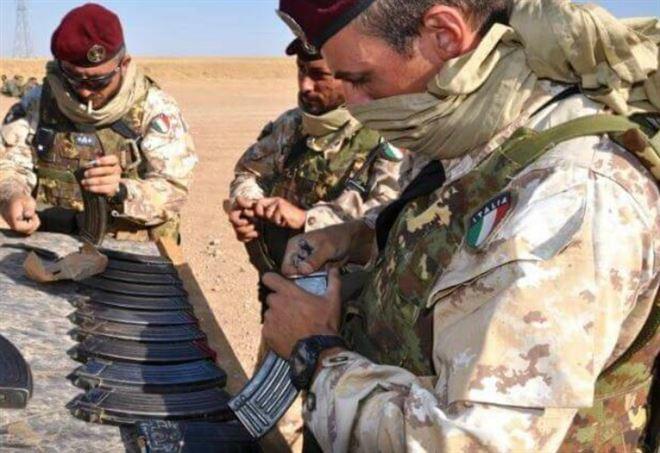 Militari della Folgore impegnati in una missione all'estero