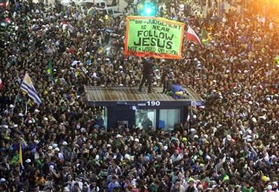 La folla a Copacabana (Foto: Infophoto)