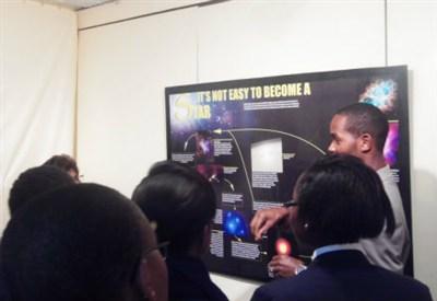 La mostra sulle Stelle alla Card. Otunga School di Nairobi