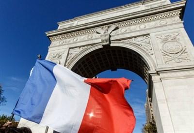 L'arco di trionfo a Parigi (Infophoto)