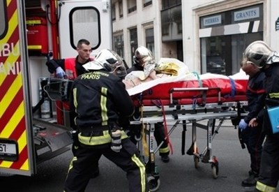 """Dopo l'attacco terroristico alla sede di """"Charlie Ebdo"""" a Parigi (Immagine dal web)"""