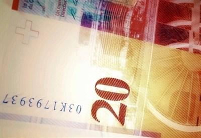 Una banconota da 20 franchi svizzeri (Infophoto)